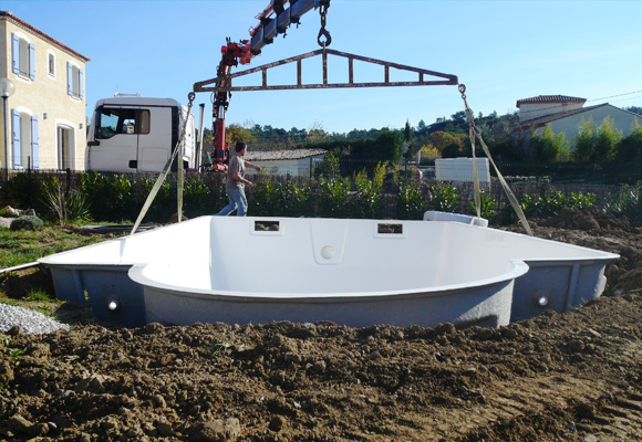 Piscine coque polyester installation