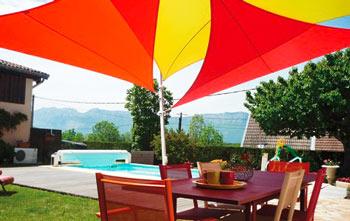 voile-d-ombrage-easy-sail-triangle-coloris-vert-rouge-et-framboise.jpg